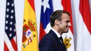 El presidente francés Emmanuel Macron llega a la Cumbre del G20 en Osaka este 28 juin 2019