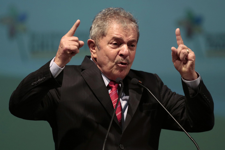 O ex-presidente Luiz Inácio Lula da Silva defende a Copa do Mundo no Brasil
