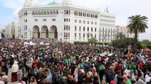 Biểu tình kêu gọi tổng thống Algeri Abdelaziz Bouteflika từ chức, Alger, 19/03/2019.