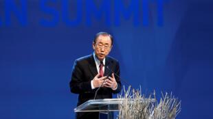 图为联合国秘书长潘基文在伊斯坦布尔联合国人道峰会上讲话