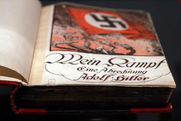Un ejemplar de Mein Kampf , 2010.