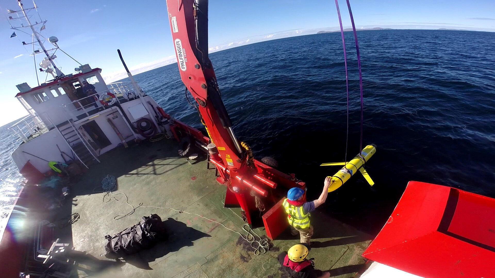 Một tàu lặn không người lái được vớt lên sau khi tham gia diễn tập chung Mỹ-Anh ngoài khơi Cotland ngày 08/10/2016.