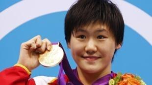 中国女子游泳运动员叶诗文,在2012年伦敦奥运会两度获得奥运金牌并刷新奥运纪录