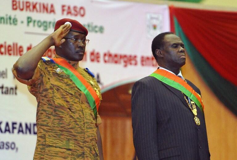 Le Premier ministre Isaac Zida  (à gauche) et le président par intérim, Michel Kafando.