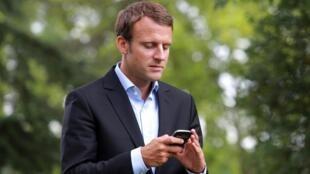 El presidente francés controla desde su celular el progreso de las reformas que deben implementar sus ministros.
