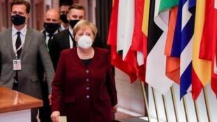 La chancelière allemande Angela Merkel à l'issue de la deuxième et dernière journée du sommet de l'UE à Bruxelles, le 16 octobre 2020.
