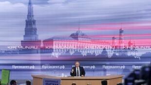 Vladimir Putin concede sua coletiva anual de imprensa em Moscou