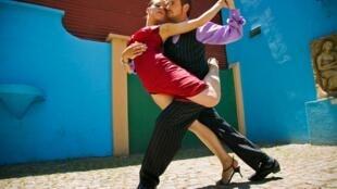 Tango dancers in La Boca, a neighborhood of Buenos Aires