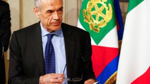 O chefe de governo interino da Itália, Carlos Cottarelli