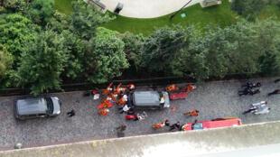 Oficiais investigam ataque a militares ocorrido em Levallois-Perret, a oeste de Paris no dia 9 de agosto