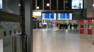 周五德國西部城市杜塞爾多夫空曠的中央火車站