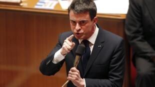 Manuel Valls discursa no congresso antes da votação da Lei Macron.