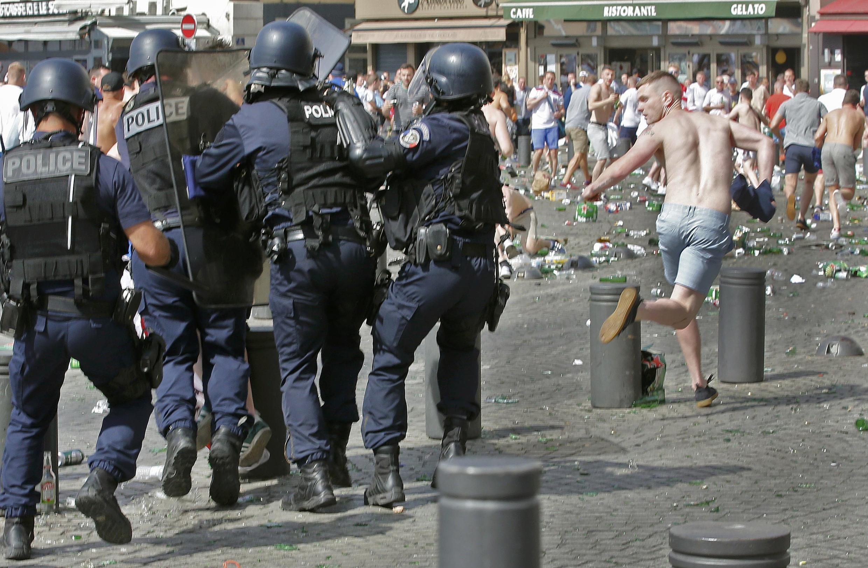 Pancadaria entre torcedores ingleses e russos deixou 35 feridos no dia 11 de junho, em Marselha, no sul da França.