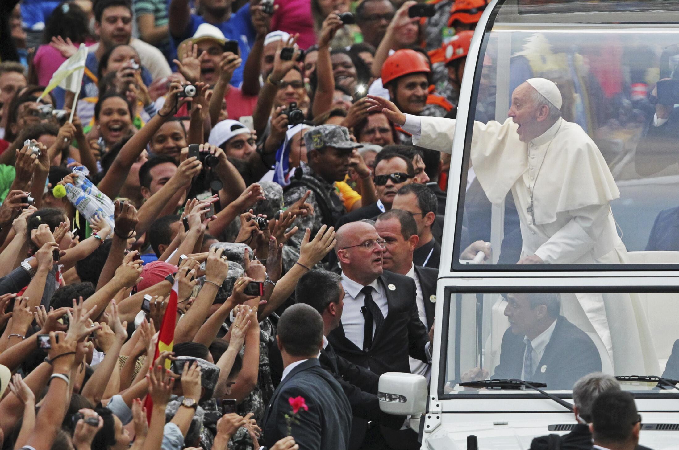 Kiongozi wa kanisa katoliki duniani Papa Francis akiwa Rio De Jeneiro,Brazili