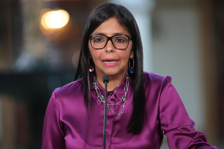 Delcy Rodríguez habla a la prensa este 26 de abril de 2017, en el Palacio de Miraflores, Caracas.
