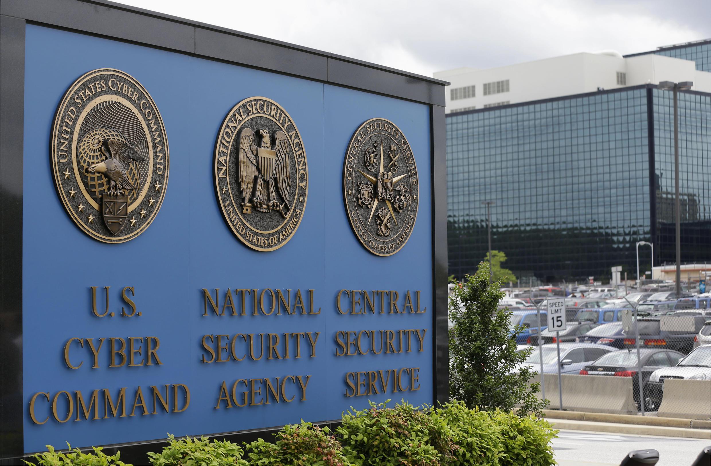 Logo biểu tượng của NSA (giữa): Hoa Kỳ vẫn trong thế bá quyền về hoạt động tình báo và gián điệp.