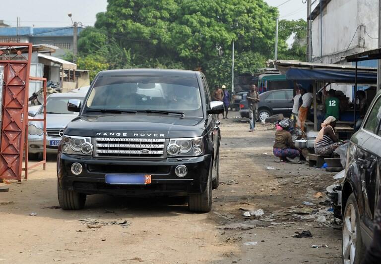 Un 4x4 de luxe Range Rover dans les rues d'Abidjan en 2013 (image d'illustration).