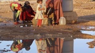 Des réfugiés dans un camp jordanien, à Mafraq, non loin de la frontière syrienne.