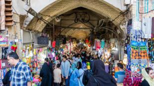 Bazaar_de_Teherán,_Teherán,_Irán,_2016-09-17,_DD_45