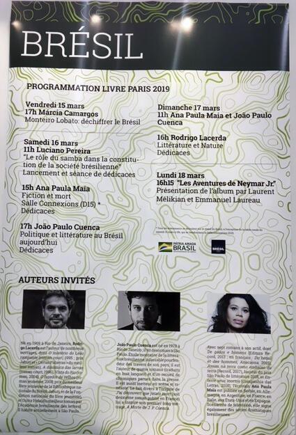 Painel com os escritores brasileiros convidados no Salão do Livro em Paris
