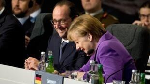 La canciller alemana Angela Merkel y el presidente francés François Hollande en la cumbre de la OTAN, Gales, 5 de septiembre de 2014.