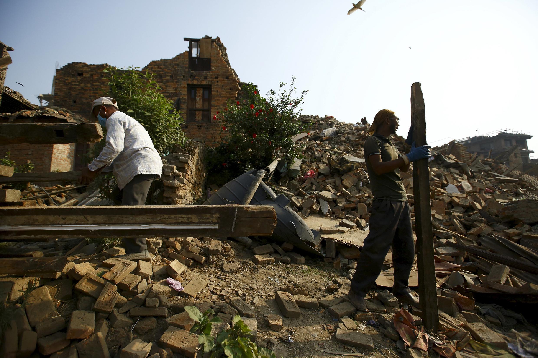 Plus d'un demi-million de logements ont été détruits dans le séisme qui a touché le Népal, le 25 avril 2015.