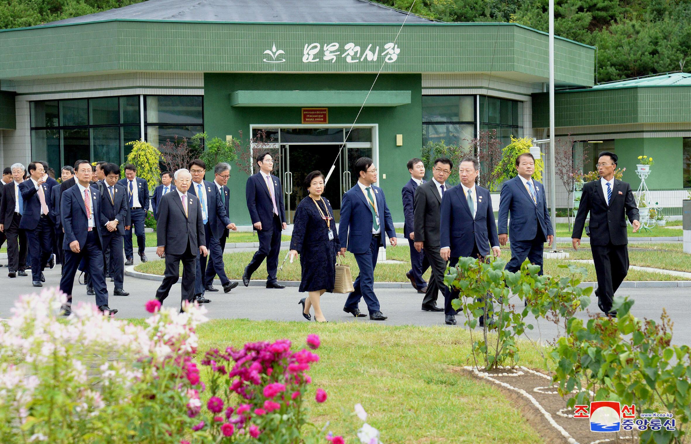 Phái đoàn Hàn Quốc thăm một trường đào tạo giáo viên ở Bình Nhưỡng, Bắc Triều Tiên, ngày 20/09/2018.