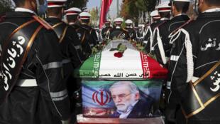 Le cercueil de Mohsen Fakhrizadeh, un haut scientifique nucléaire tué le 27 novembre dans le nord de Téhéran.