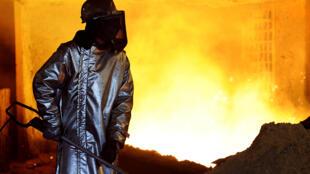 Un ouvrier d'ArcelorMittal, en France.