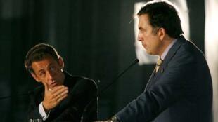 Le président français Nicolas Sarkozy (g) et son homologue géorgien Mikheïl Saakachvili lors de la conférence de presse qu'ils ont tenue à Tbilissi, le 12 août.