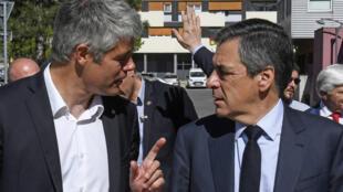 Le président de la région Rhône-Alpes Laurent Wauquiez, en compagnie du candidat du parti Les Républicains à l'élection présidentielle française, François Fillon, le 12 avril 2017 à Rillieux-la-Pape, près de Lyon.