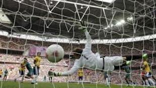Goli la kwanza la Mexico likiingia nyavuni mwa Brazil