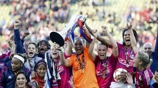 A la grande joie des amatrices de football, l'Olympique lyonnais de football féminin a remporté la Coupe Europa en 2013.