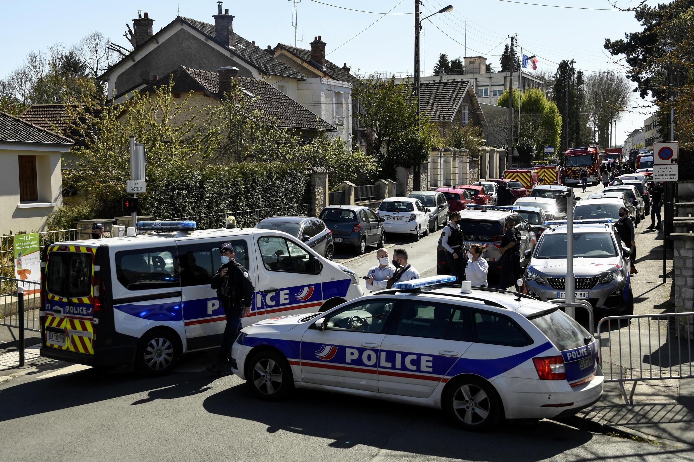 2021-04-23 france police rambouillet stabbing murder policewoman