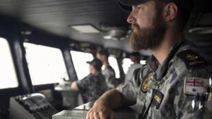 Militares australianos chegaram neste domingo a local onde satélites chinês e francês identificaram possíveis destroços.