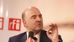 Le commissaire européen aux Affaires économiques, Pierre Moscovici, invité de l'émission de RFI «Carrefour de l'Europe», le 12 avril 2015.