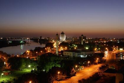 Khartoum, mji mkuu wa Sudan. Picha iliyopigwa usiku (picha ya kumbukumbu).