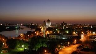 La ville de Khartoum vue de nuit (illustration).