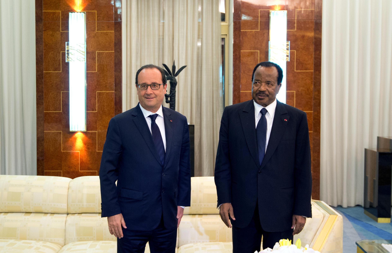 Shugaban Kamaru Paul Biya a lokacin da yake karban bakuncin Shugaban Faransa Francois Hollande a shekara ta 2015
