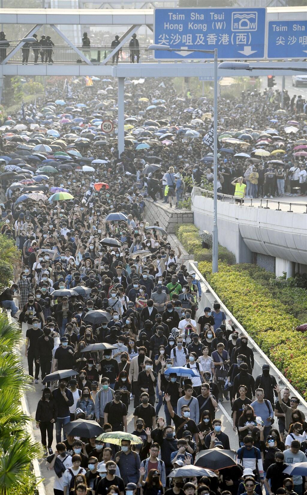 图为中央社转共同社2019年12月1日香港民众示威照片