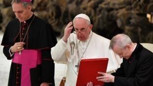 Papa Francisco reforça leis contra abuso de menores no Vaticano