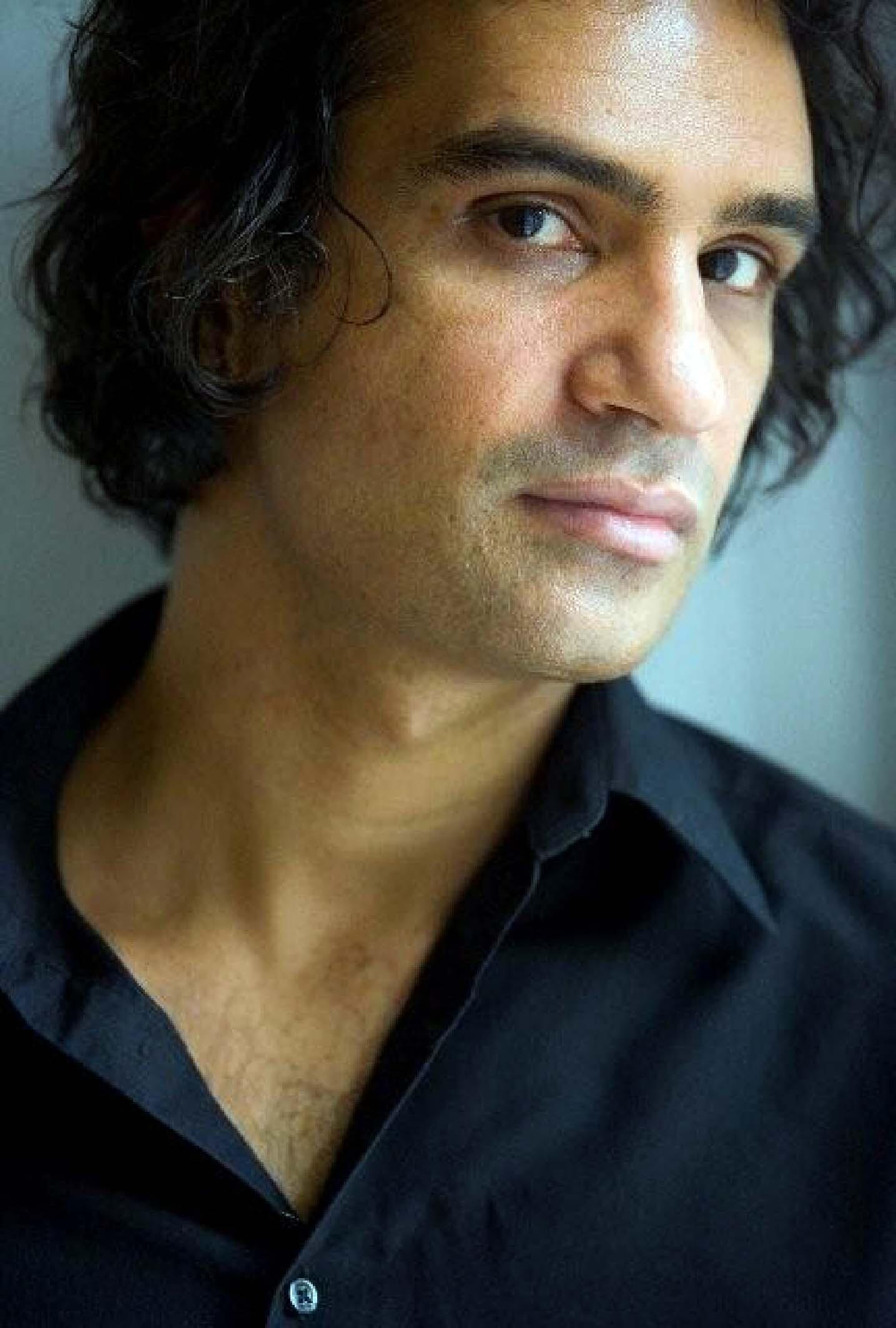 Portrait du romancier pakistanais Nadeem Aslam.
