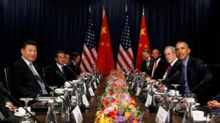 Chủ tịch Trung Quốc Tập Cận Bình (trái) hội đàm với tổng thống Mỹ Obama bên lề Hội nghị APEC tại Lima Peru ngày 19/11/2016.