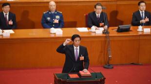 栗战书当选中国全国人大委员长宣誓就职2017年3月17日