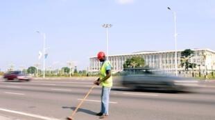 Comme d'autres artères de Kinshasa, le boulevard Lumumba a été méticuleusement nettoyé.
