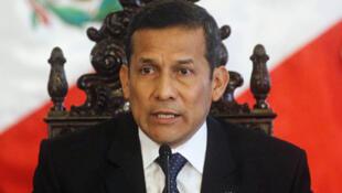 El presidente peruano Ollanta Humala puso bajo  control policial y militar una porción de la región amazónica, escenario de un  bloqueo de rutas de campesinos cocaleros opuestos a la erradicación de sus cultivos.