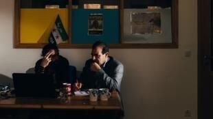Anwar al-Bunni (à droite), avocat syrien et réfugié à Berlin.