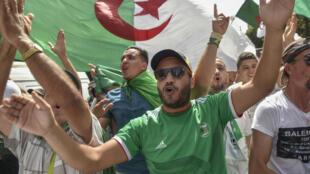 Des milliers d'Algériens ont manifesté à Alger pour le 25e vendredi consécutif, le 9 août 2019.