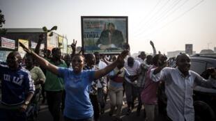 Les supporters de Jean-Pierre Bemba sont sortis dans les rues de Kinshasa après le verdict de la CPI annulant la peine qui pesait sur leur leader, le 8 juin 2018.