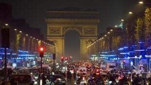 Decoração de Natal no Champs Elysées em Paris.
